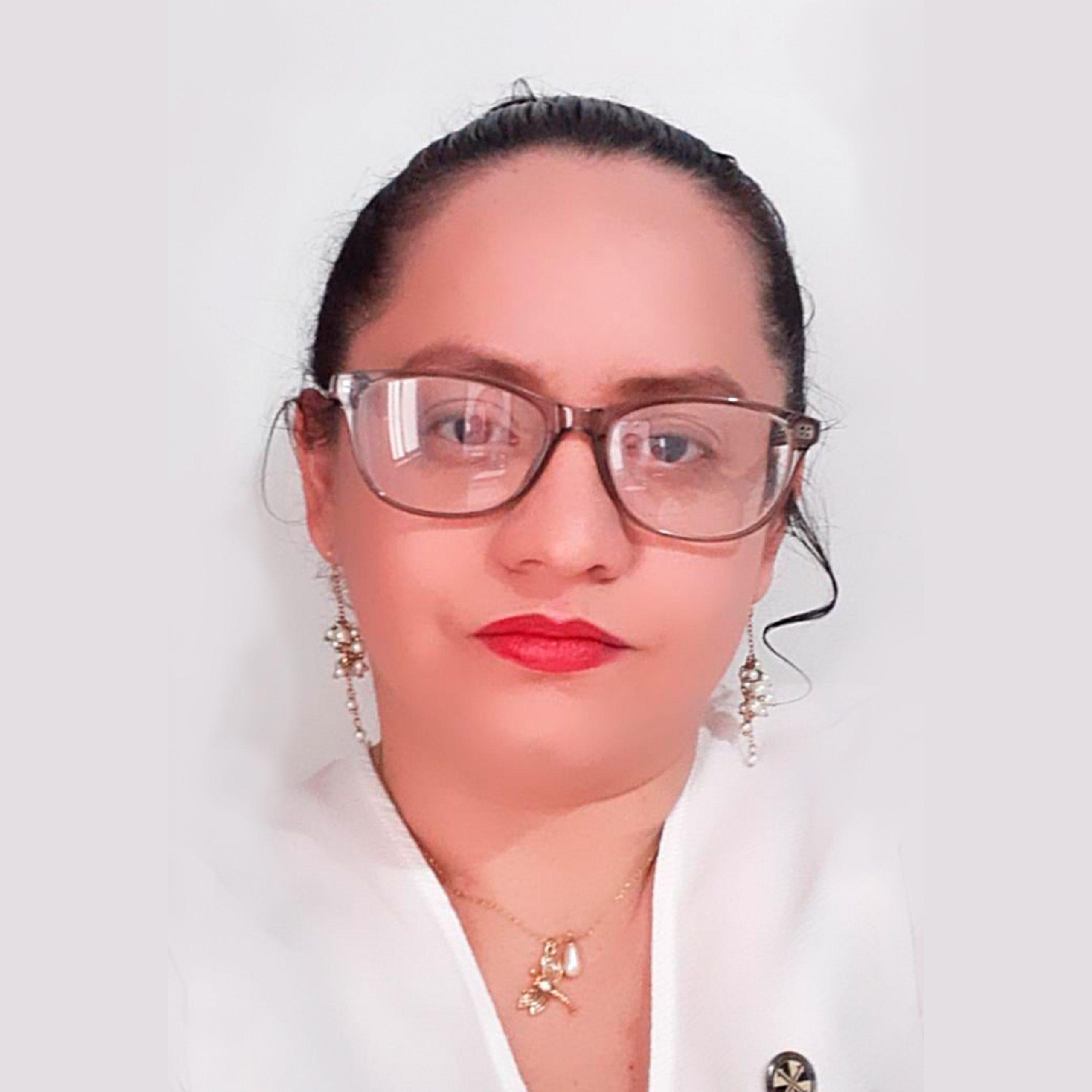 Diana Lorena  Suárez Useche - Docente de Filosofía, Investigación y Economía